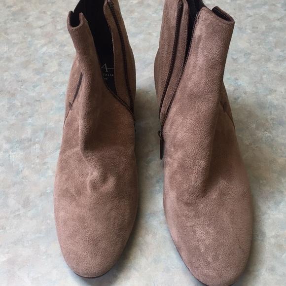 Aquatalia beige suede boots